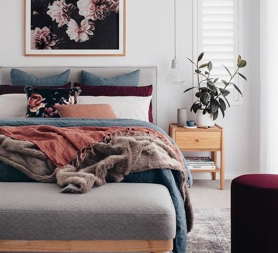 13 check list items that make a cozy bedroom.